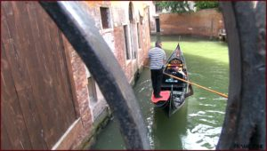 cosa vedere a Venezia: gondola canale