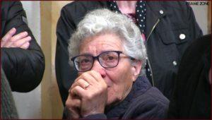 Donna con occhi lucidi durante l'intronizzazione della madonna delle grazie